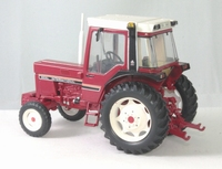 International - IH 845XL - 2RM - 845XL- petites ailes noires  1:32