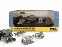 Universal Hobbies - Coffret de 4 outils de machine Ferguson  1 32