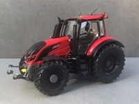 Wiking - Valtra T174eA - Spezial Rot  1 32