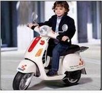 Vespa Speelgoed Scooter - 12V accu (3-8 jaar, max 30 kg)  > 3 jaar / ans